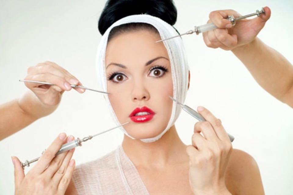 Come passare da un viso segnato dal tempo ad un viso levigato e più giovane senza iniezioni dolorose?